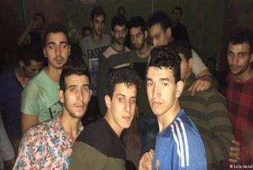"""شبان مغاربة يتحدثون عن ظروف """"العبودية"""" والإبتزاز في السجون الليبية"""