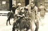 الأمير مولاي هشام يركب حمارا