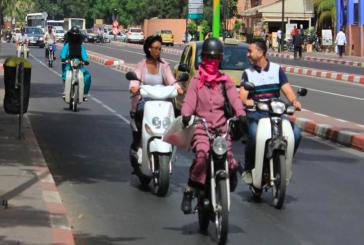 المراكشيات يخترقن شوارع وأزقة المدينة الحمراء على الدراجات النارية