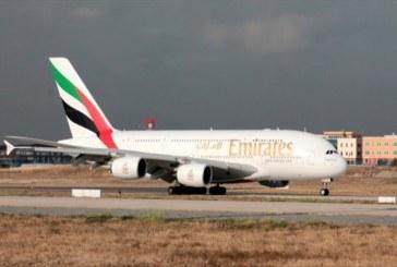طيران الإمارات يطرد مراهقا مريضا من إحدى رحلاته المتجهة لفرنسا