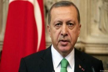"""الرئيس التركي طيب رجب أردوغان يتحدى دونالد ترامب ويقول """"تركيا لن ترضخ"""""""