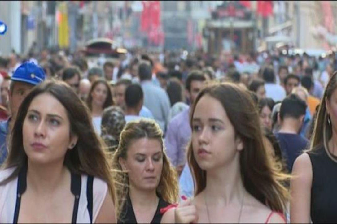 تراجع الليرة التركية فرصة ذهبية للسياح الأجانب لزيارة تركيا