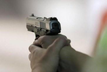 مقدم شرطة يطلق رصاصة من سلاحه الوظيفي على رئيسه في العمل