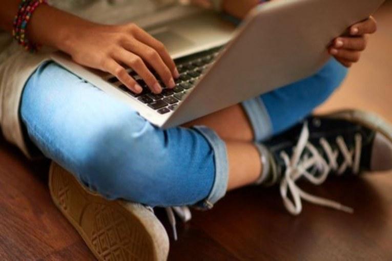 بريطانيا تحذر فيسبوك وغوغل وتويتر بشأن الإساءة للأطفال على الإنترنت